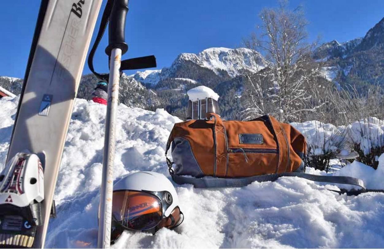Дорожные сумки и горы